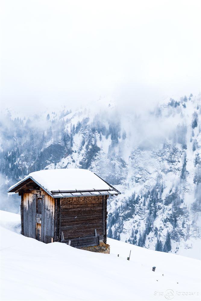 Stall / Berghütte in Camana, Safiental, Schneeschuhwanderung, Schnee, Winter, Graubünden, Schweiz